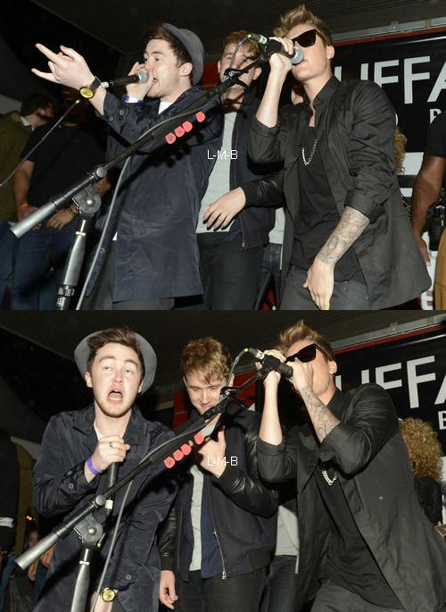 Justin à un showcase au Texas