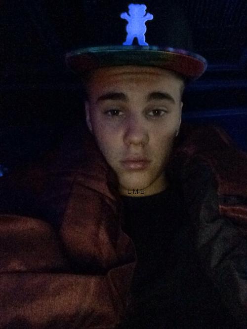 Photos et vidéo de Justin + Photos et vidéo postées sur Shots of me et Instagram