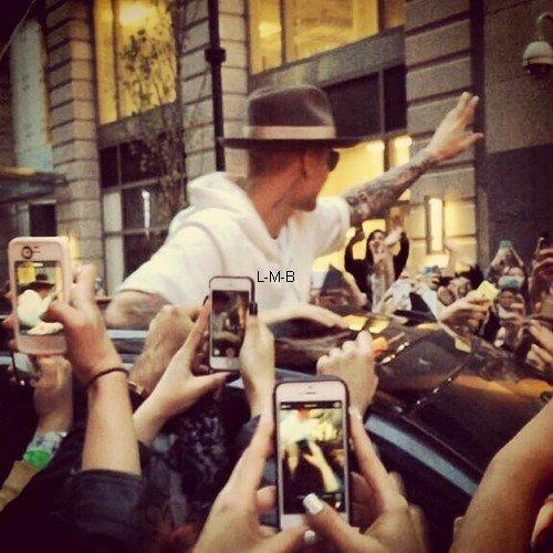 Photos et vidéo de Justin + Photos postées sur Shots of me et instagram