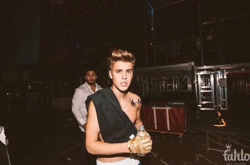 Photos de Justin (suite) + Photos et vidéo postées sur Instagram et Shots of me