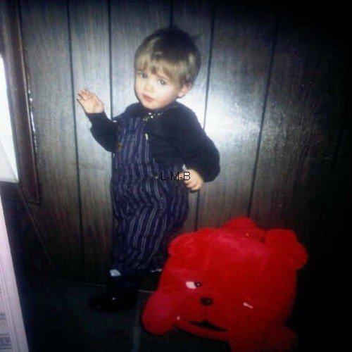Photos de Justin (suite) + Photos postées sur Shots of me + Vidéo du BTS de la pub pour Calvin Klein