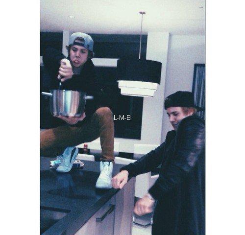 Photos de Justin (suite) + Photos postées sur Instagram et Shots of me