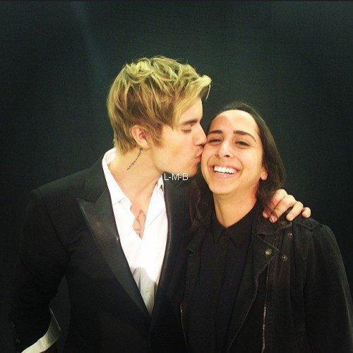 Photos et vidéos de Justin + Photos postées sur Shots of me et Fahlo