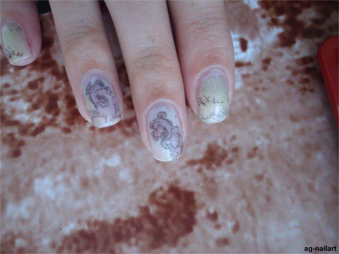 Nail art effet Papier journal