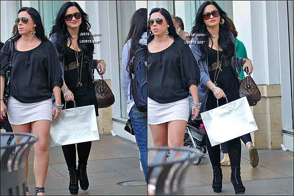 16/03/11 :Demi et sa meilleure ami faisaient du shopping à Hollywood ..