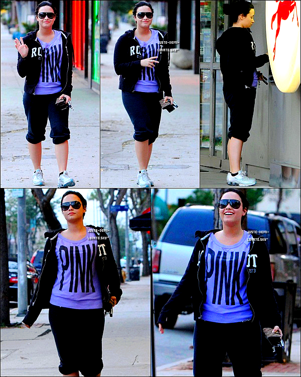 17/04/2011:Demi Lovato arrivant à Los Angeles International Airport .