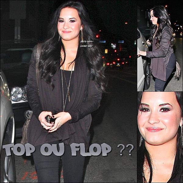 """04/03/2011: Demi Lovato et l'actrice Leven Rambin quittaient le restaurant """" Dan Tana"""" (Hollywood) .Demi est toute souriante =)"""