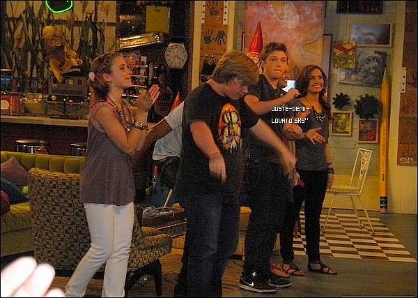 """""""What to do """" chanté par Demi dans """"Sonny""""+Des photos perso' de Demi sur le tournage."""