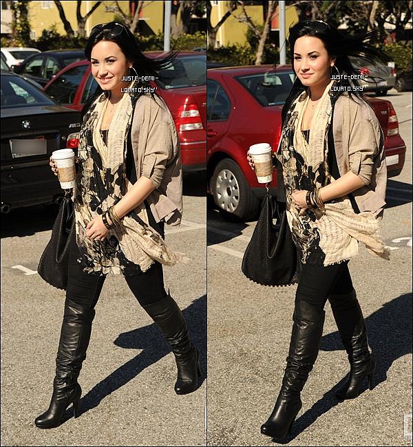 28/01/11: Demi dans les rues de Los Angeles ! (Demi à terminé sa cure)