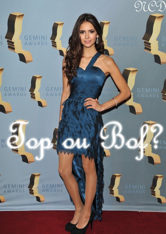 Evénement  Nina était à la 25éme Annuel Gemini Awards ce Samedi 13 novembre.  Je ne suis pas fan de sa tenue.J'aime bien le devant de la robe mais pas le derrière.C'est trop long.Pour moi,sa robe c'est un bof! Pour sa Coiffure et son make Up, C'est simple et naturelle, tout comme elle ^^ ,C'est un Top!   Et toi,Tu aimes sa robe ? Son Make Up et sa Coiffure?