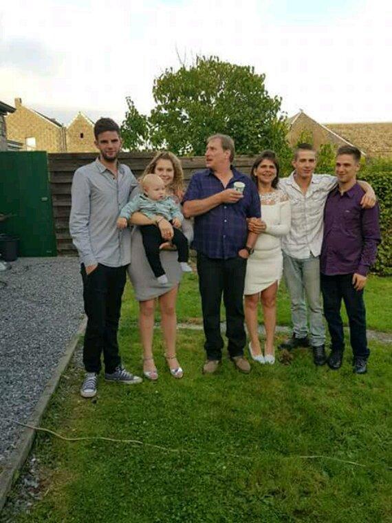 MOI TOUT LA FAMILLE