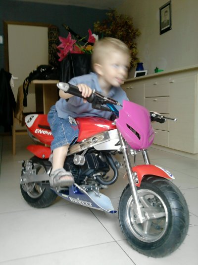 enzo sur sa moto