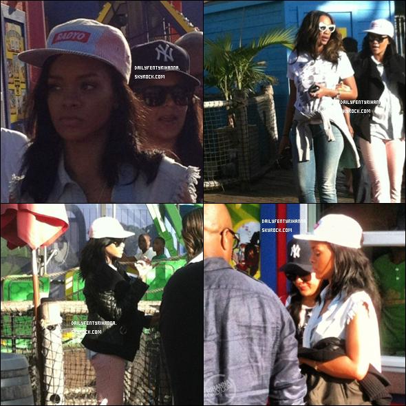 06.06: Rihanna a été vue à Los Angeles à un parc d'attractions.