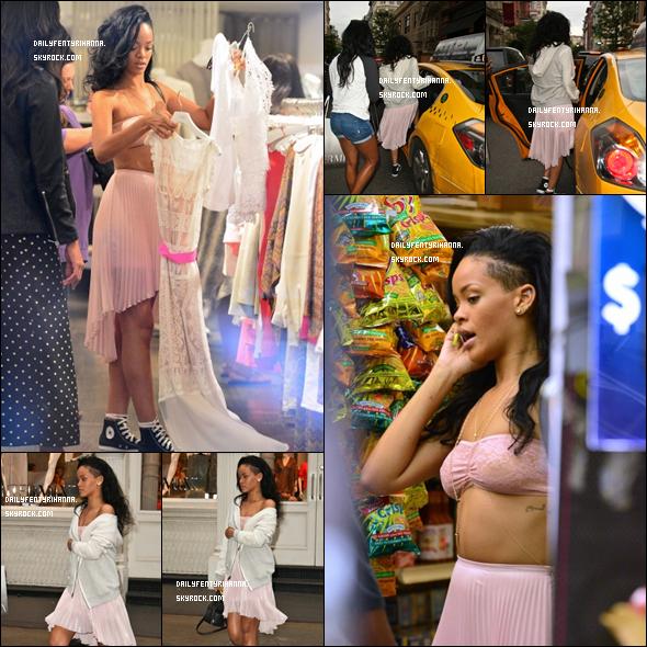 11/06: Rihanna se promenait dans New York.