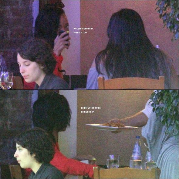 13.06: Rihanna était au restaurant Da Silvano à New York. Désolée pour la mauvaise qualité des deux dernières images !