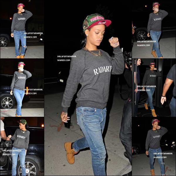 17.07: Rihanna a été vue dans le quartier de Brooklyn allant rendre visite à sa grand-mère Dolly. Rihanna a une toute petite mine (ce qui peut se comprendre !).