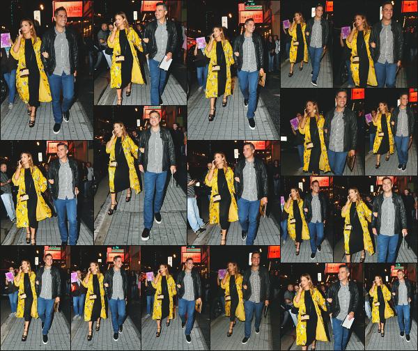 - 16.08.17 ─ Notre belle Jessica Alba est photographiée avec son mari, allant au « Pantages Theatre » à Hollywood.[/s#00000ize]Jess profite d'une petite soirée tranquille en compagnie de son mari, sans leur filles ! J'aime beaucoup la tenue qu'elle portait, tout a fait dans son style ! -