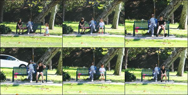 - 17.02.18 ─  Notre belle Jessica Alba est aperçue avec sa petite famille au « Coldwater Canyon Park » à Beverly Hills[/s#00000ize]Jessica passe donc la journée avec ses deux filles et le petit dernier dans un parc ! Connie est également présente lors de cette sortie. C'est un petit flop ! -