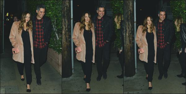 - 14.02.18 ─  Notre ravissante Jess' Alba est aperçue en allant au restaurant italien « Giorgio Baldi » à Santa Monica.[/s#00000ize]Petite soirée en amoureux pour l'occasion de la Saint Valentin ce soir là ! Ils s'accordent donc un petit moment rien que tout les deux. Un très beau top ! -