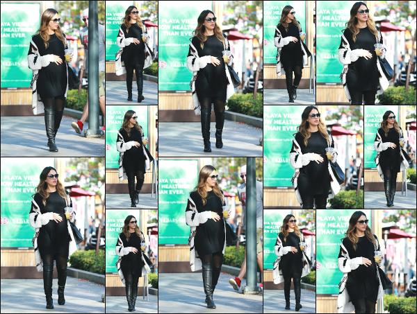 - 18.12.17 ─ Notre Jessica Alba est photographiée, allant déjeuner avec Olivia Munn dans les rues de Los Angeles ![/s#00000ize]Après le déjeuner entre fille (ou presque), les deux jeunes femmes sont allées faire un peu de shopping dans Beverly Hills... C'est un flop pour la tenue ! -