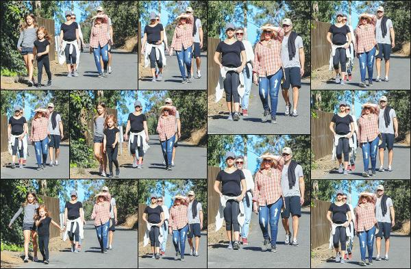 - 27.12.17 ─  Notre belle Jessica Alba W. est photographiée en pleine promenade avec sa famille dans Los Angeles !![/s#00000ize]Jess est donc toujours aussi 'sportive', même à quelque jours de son accouchement ! C'était donc une journée entière en famille, qui doit lui faire du bien -