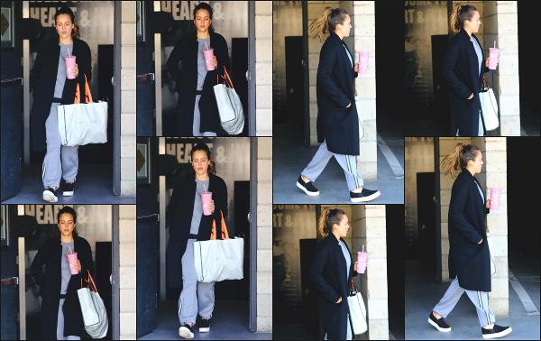 - 23.02.18 ─ Notre Jess Alba est photographiée alors qu'elle venait de quitter son cours de sport dans Los Angeles[/s#00000ize]Jessica A. portait une tenue de sport basique et très large pour le coup, comme à son habitude en ce moment ! Ce n'est pas sa meilleure tenue,  un flop !  -