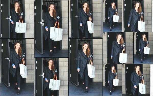 - 28.02.18 ─ Notre Jess Alba est photographiée alors qu'elle venait de quitter son cours de sport dans Los Angeles[/s#00000ize]Jessica A. portait une tenue de sport basique et très large pour le coup, comme à son habitude en ce moment ! Ce n'est pas sa meilleure tenue,  un flop !  -