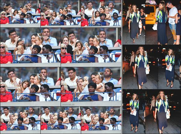 - 10.09.16 ─ La ravissante Jess Alba est photographiée, assistant à la finale de l'Us Open avec ses filles à New York.[/s#00000ize]Jessica A. était apparement en pleine séance selfie avec ses petites filles! Des clichés très mignon à voir. Le soir, elle est vue en quittant le restau Gemma -