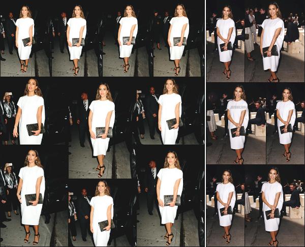 - 13.09.16 ─ Notre Jessica Alba est photographiée, arrivant au défilé Narciso Rodriguez dans la ville de New York ![/s#00000ize]Nous l'avons ensuite vue, assistant au défilé Narciso Rodriguez  comme prévue ! Un second défilé pour Jessica ce jour là, dans une tenue bien différente! -