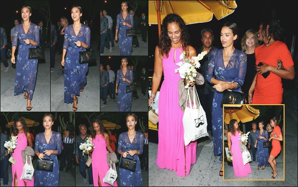 - 30.07.16 ─ Notre Jess Alba est photographiée, alors qu'elle arrivait à une fête d'anniversaire à West Hollywood ![/s#00000ize]C'est dans une robe bleu/violet que nous retrouvons Jessica ce soir là, avec plusieurs de ses amies, se rendant a cette fameuse soirée ! C'est un petit flop -