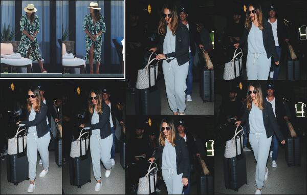- 02.05.18 ─ Jessica Alba et son mari sont photographiés alors qu'ils arrivaient à l'aéroport « LAX » de Los Angeles [/s#00000ize]Plus tôt dans la journée, c'est au bord de la piscine de leur hôtel que le couple à été photographiée, mais les photos sont de mauvaises qualités. Un top ! -