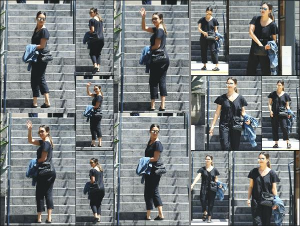 - 09.06.18 ─ Notre ravissante Jessica Alba est aperçue ce jour là, toute vêtue de noir dans les rues de Beverly Hills[/s#00000ize]Jessica était en compagnie de sa mère, sa belle-mère ainsi que ses filles! Elles  allaient toute célébrer l'anniversaire de Honor avec ses copines ! Beau top  -