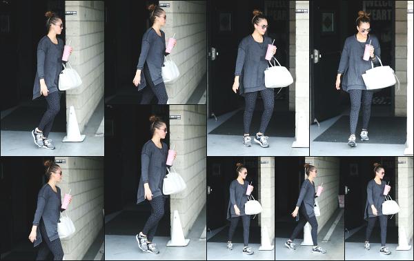 - 23.06.18 ─ Notre Jess Alba est photographiée alors qu'elle venait de quitter son cours de sport dans Los Angeles[/s#00000ize]Jessica A. portait une tenue de sport basique et très large pour le coup, comme à son habitude en ce moment ! Ce n'est pas sa meilleure tenue,  un flop !  -