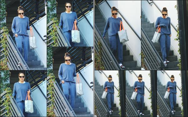- 08.09.18 ─ Notre Jess Alba est photographiée alors qu'elle venait de quitter son cours de sport dans Los Angeles[/s#00000ize]Jessica A. portait une tenue de sport basique et très large pour le coup, comme à son habitude en ce moment ! Ce n'est pas sa meilleure tenue,  un flop !  -