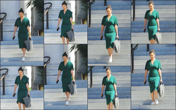 - 04.10.18 ─  Notre ravissante Jessica Alba est aperçue sur le tournage de  la série « L.A Finest » dans Los Angeles ![/s#00000ize]Jessica A. était au côté de Gabrielle Union lors du tourange de cette scène. Je ne suis vraiment pas fan de son look, je trouve que ca la boudine un peu...  -