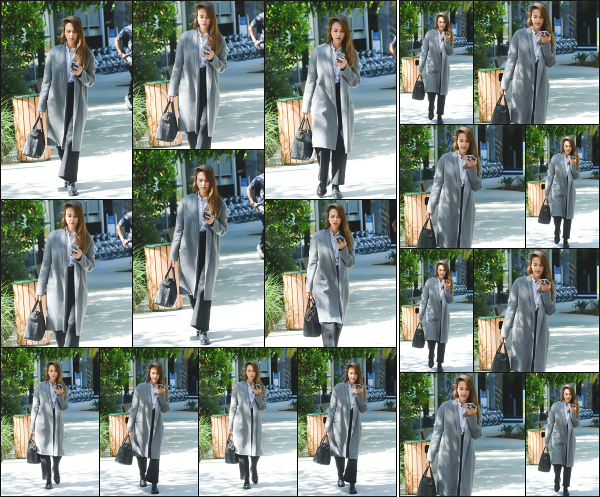 - 24.05.19 ─  Jessica Alba est photographiée alors qu'elle se rendait dans un immeuble de bureaux à Los Angeles ![/s#00000ize]Jessica se rendait dans cet immeuble ce jour là, avec un petit café à la main pour un meeting professionnel concernant sa société The Honest. Beau top !  -