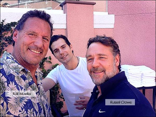 8/07/2013 : Henry Cavill a posé avec Russell Crowe et Ralf Moeller à l'hôtel de  Beverly Hills