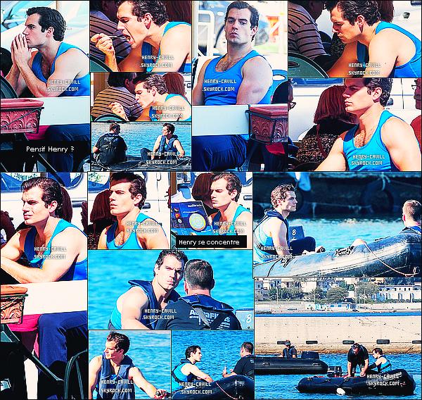 """26/09/2013 : Henry était sur le tournage de """"The Man from Uncle""""  à Naples en Italie  il est super beau !   Cette fois-ci pas de costume pour Henry qui filmait une scène sur l'eau , et nous montre en même temps ses magnifique bras musclés !"""