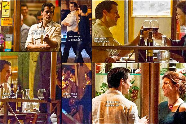 9/10/2013 : Henry Cavill a été vu sortant  en compagnie de son ex petite amie  Gina Carano à Rome en Italie Serait-ce le retour du couple Henry / Gina ? Vont -ils se remettre ensemble selon vous ? en tout cas Henry a l'air très souriant et heureux