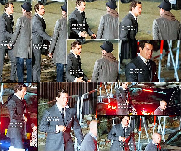 """24/10/2013: Henry  Cavill a été vu sur le tournage du film  """"The man from Uncle"""" à Londres en Angleterre  En effet après l'Italie  Henry est de retour en Angleterre pour la suite du tournage (merci au site contactmusic.com, pour les photos)"""