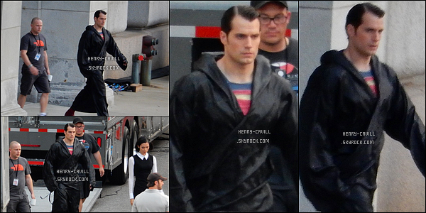 . 18/08/2014 : Henry dans son costume a été vu sur le tournage de  « Batman vs Superman »  au Michigan  Batman vs Superman sortira le 25 Mars 2016 au lieu du mois de Mai 2016 bonne nouvelle donc , Henry est vraiment magnifique  .