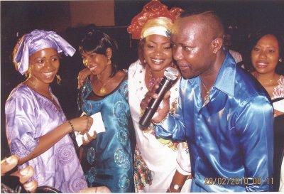 En compagnie des femmes de guinée, je les adore
