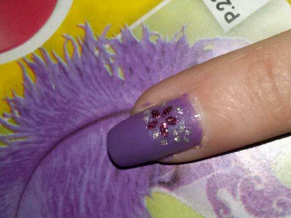 Strass autocolant sur fond violet