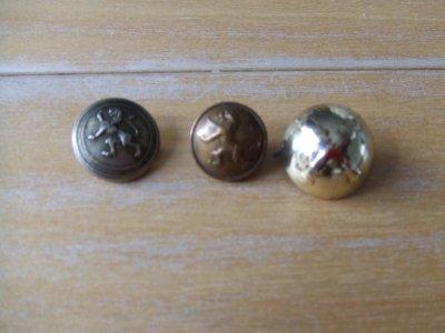 3 boutons belges WW2