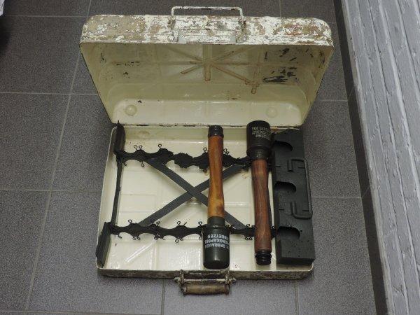 RACK M24 POUR GRENADES A MANCHES ALLEMANDES WW2