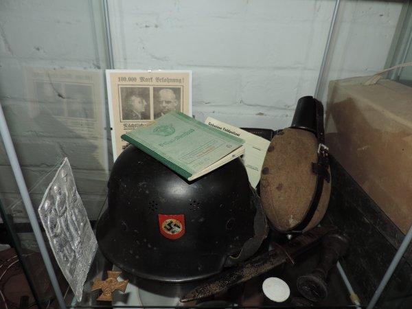POUR LE PLAISIR:-) VITRINES WW2