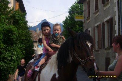 mes petits enfants ke j'adore   et oui je suis mamy  lol  ke du bonheur promis :) :)