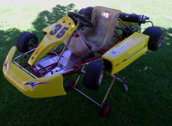 Mon Kart Guillard moteur parilla iame tt75 100cc :D