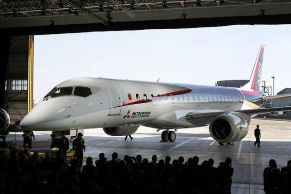 """Japon : l'avion régional de Mistubishi, le """"MRJ"""" officiellement présenté"""