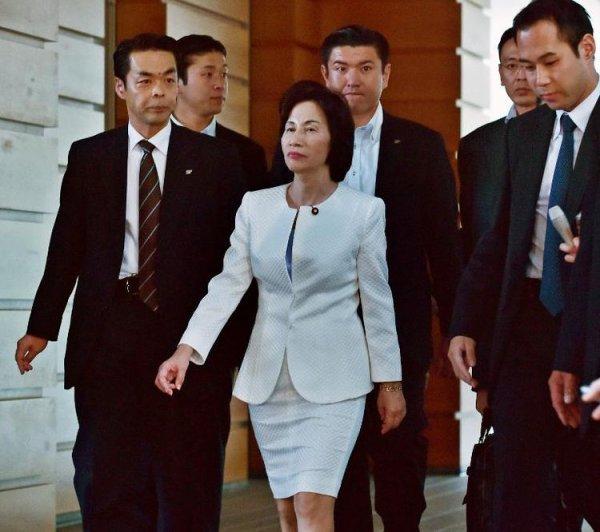 Japon: deux ministres démissionnent, premier gros revers pour Shinzo Abe